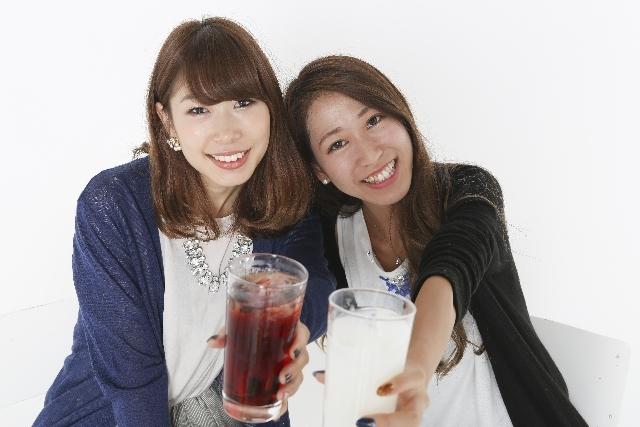 飲み会に参加している女性