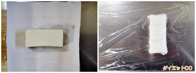 木綿豆腐をペーパータオルに包んでいる様子